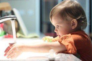 Kids washing dishes